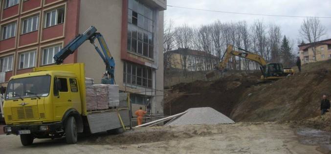 Opština finansira, Filaret gradi