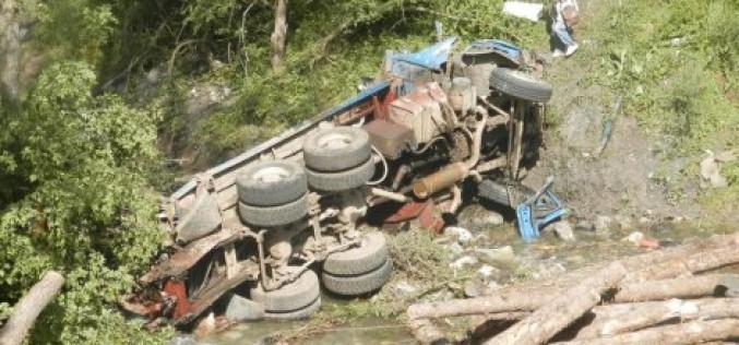 KRIVINA SMRTI Večerali u restoranu, pa sleteli kamionom u ambis od 50 metara