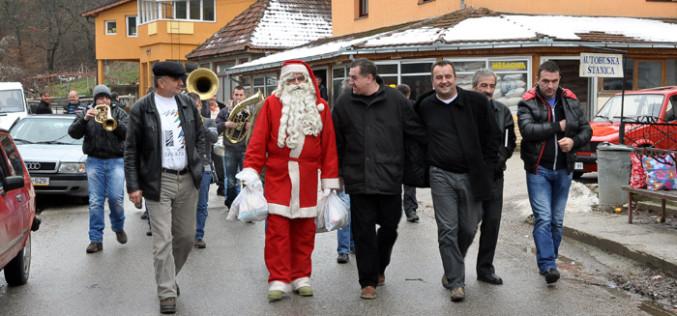 Red vožnje  pribojskog Deda Mraza po selima i proslava Nove