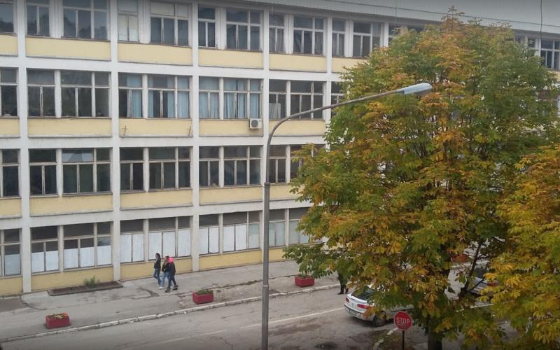 Učenica iz Priboja preživela pad sa drugog sprata škole