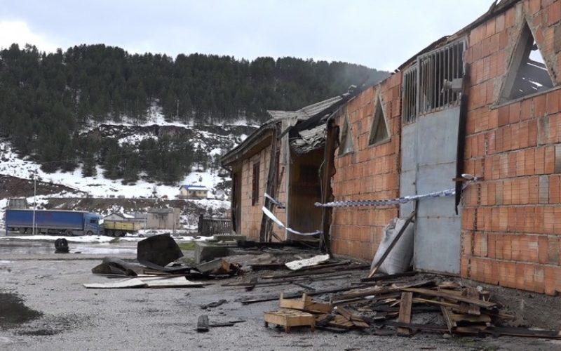 """Pljevlja: Dok su gasili """"Sarajku"""" neko vatrogascima tokom akcije ukrao dva vatrogasna crijeva"""