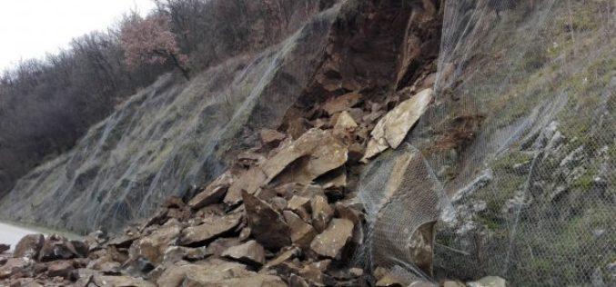 NESREĆA KOD PRIJEPOLjA: Vozač poginuo usled odrona kamena