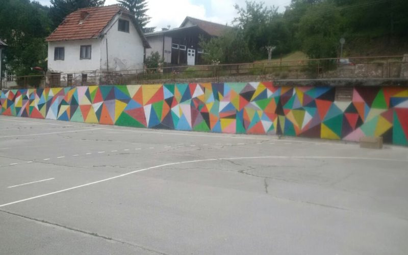 Oživeo zid škole u Kratovu (FOTO)